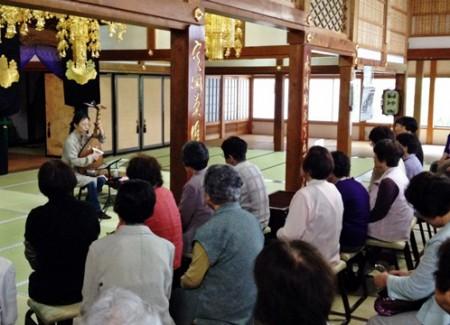 お寺で奏でる琵琶の調べ